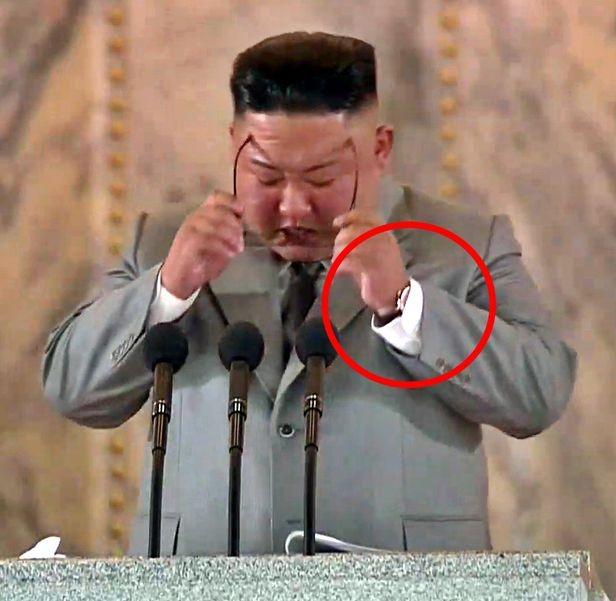▲▼金正恩感性演說,被抓包戴瑞士昂貴名錶。(圖/翻攝自朝鮮中央電視台)