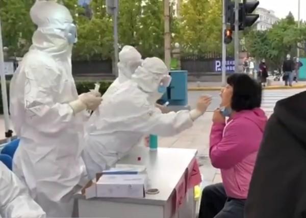 國際首次!進口鱈魚包裝有「新冠活病毒」 2工人中招引爆青島疫情