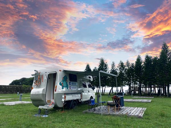 最美星空營地!住進台東美式露營車 看太平洋海景、唯美風車教堂 | ETt