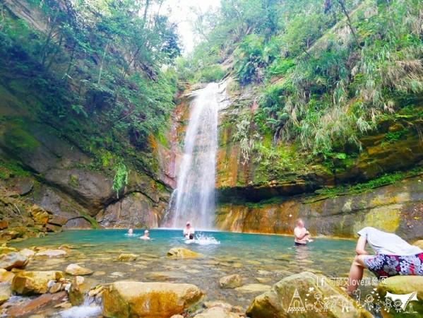 找尋絕美瀑布秘境!隱身山林間的露營區 爽玩戲水池、看滿天星空   ETt