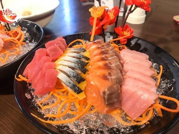 一盆生魚片只要99元!屏東超佛心海產店 燙大白蝦肥美鮮甜