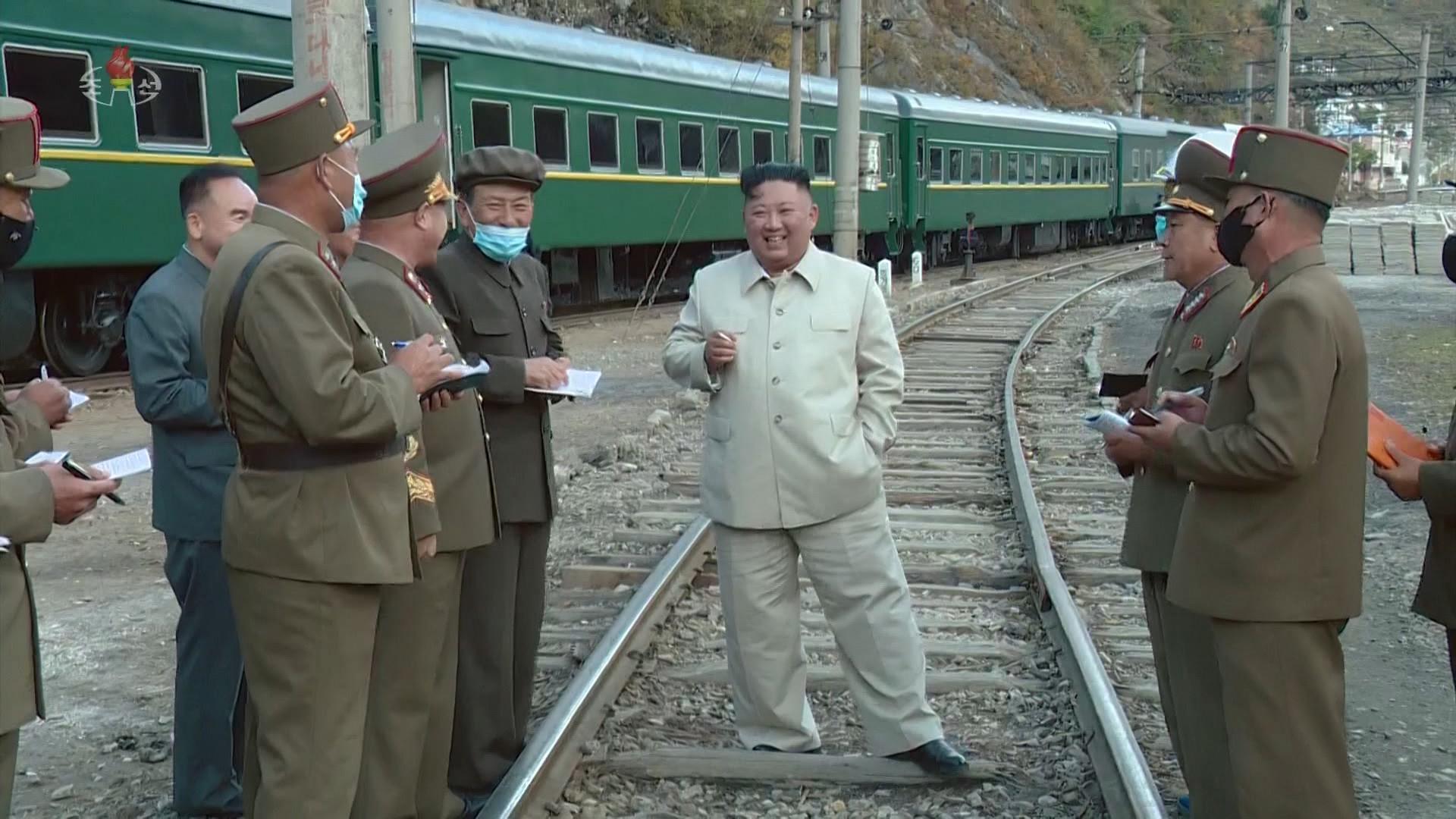 ▲▼金志恩搭綠皮火車,前往咸鏡南道檢德地區視察。(圖/達志影像)