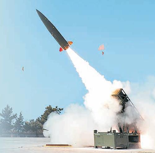 ▲▼南韓研發地對地飛彈KTSSM,用於防堵北韓長射程火砲攻擊。(圖/翻攝自國防科學研究所官網)