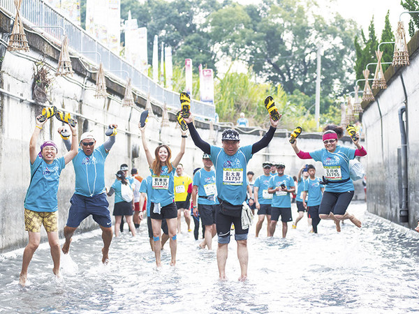 二水國際跑水節開跑!感受在水圳裡盡情奔跑的新奇體驗 | ETtoday旅