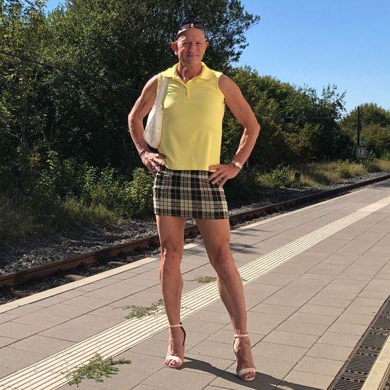 ▲▼美國男子喜愛穿著「高跟鞋、窄裙」,崇尚「無性別」穿著。(圖/翻攝自br.pinterest.com/Mark Mark)