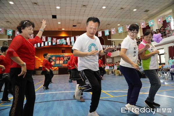 嘉縣長青才藝與運動功夫展演觀摩會 翁章梁下場大秀舞技