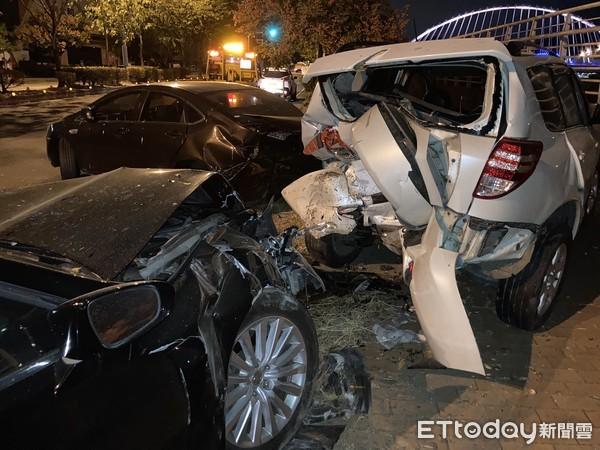 台中男駕400萬進口車猛撞 2路停車「屁股開花」位移10米