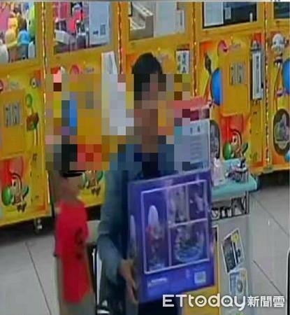 帶小孩偷娃娃店「鬼滅之刃」公仔!台主怒PO網 超商店員認出報警