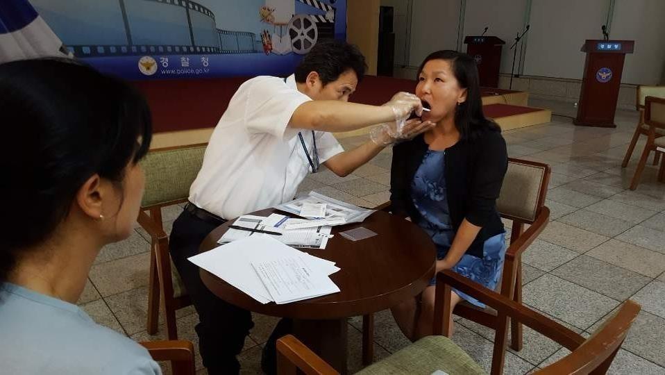 ▲▼麥卡蒂44年後,才終於透過視訊找回遠在南韓的家人。(圖/大韓民國警察廳)