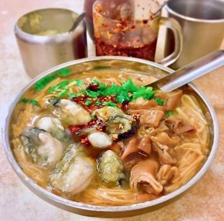 爆汁鮮蚵+大腸鋪滿麵線!特搜寧夏夜市美食 春捲包整隻蝦太銷魂 | ETt