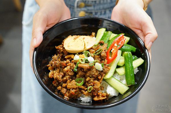 獨家泰式蝦醬超濃郁!宜蘭隱藏版麵館 必吃每日限量椒麻牛肉麵 | ETto