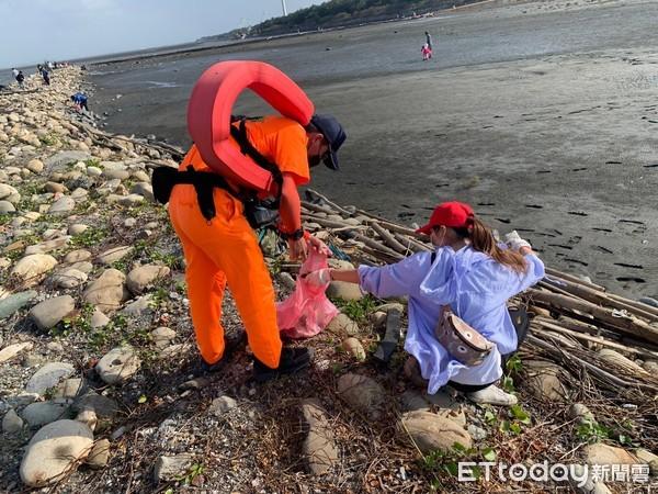 向海致敬!雲嘉生態保育動員 數千民眾淨灘放流...海巡守護安全 | ET