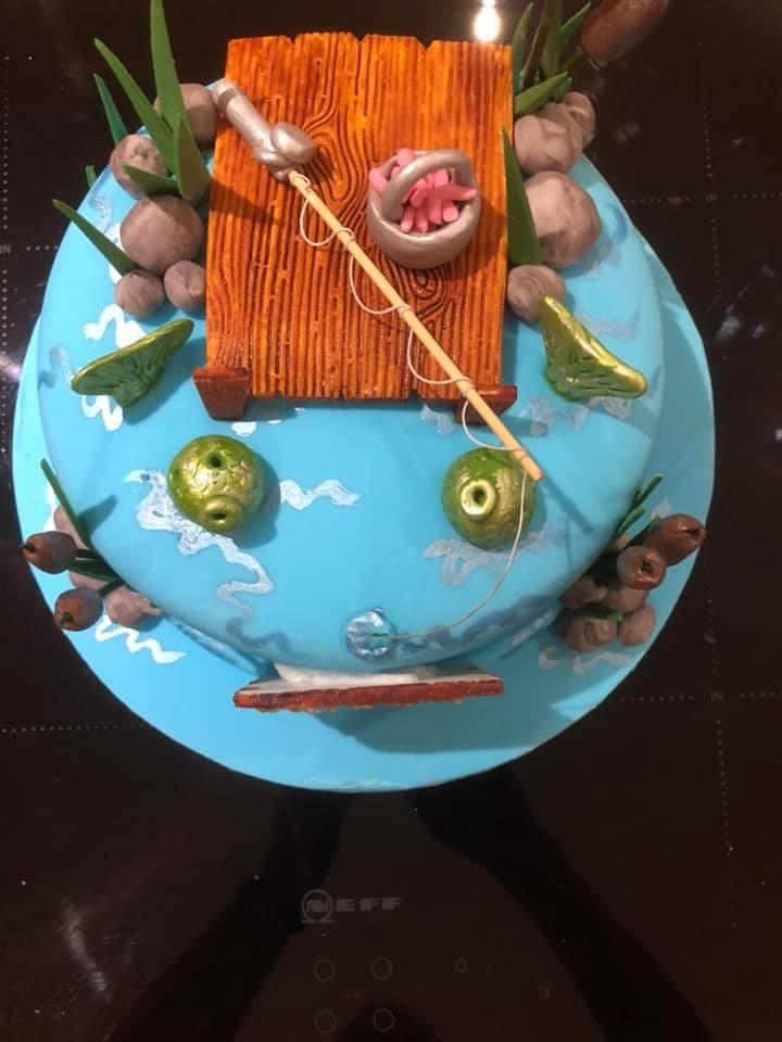 ▲▼網購生日蛋糕,收到崩壞黏土(圖/翻攝自Facebook/Sue Faulkner)