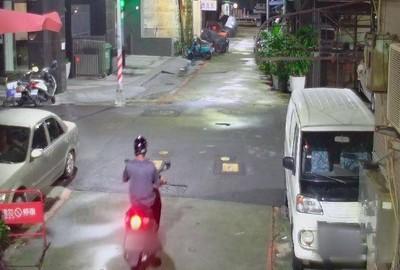 高雄男醉躺路邊「30萬勞力士」被摸走 警調監視器雨夜抓賊起贓