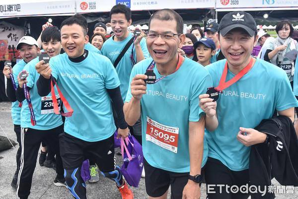 東森30人跑團力挺長榮航空半程馬 自然美扭蛋送好禮超受歡迎 | ETto