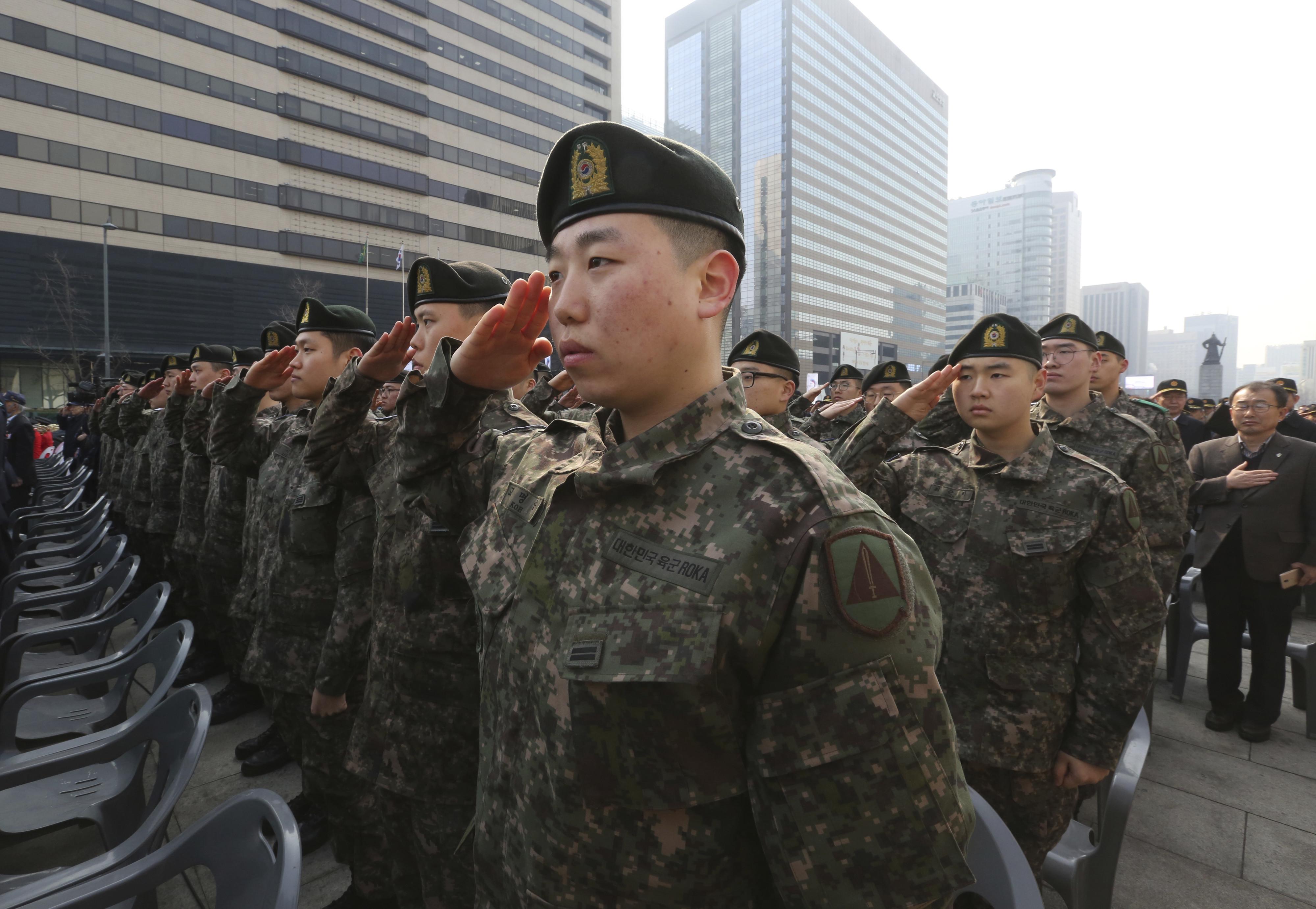 ▲▼南韓海軍入伍健檢項目,竟將掉髮與刺青同歸為不及格項目。(圖/達志影像/美聯社)