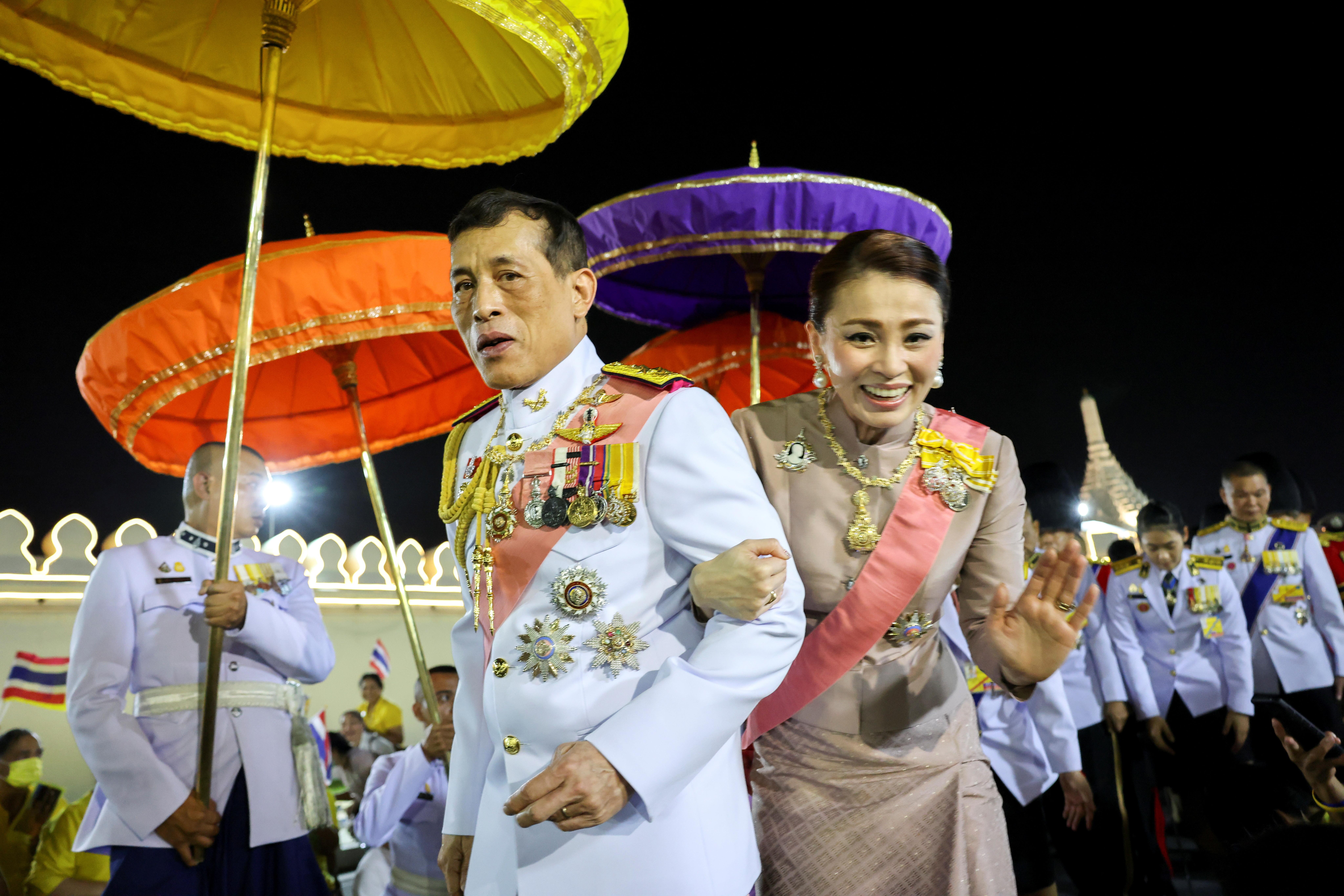 ▲▼泰王瓦吉拉隆功(Maha Vajiralongkorn)和王后蘇堤達(Suthida)。(圖/路透)