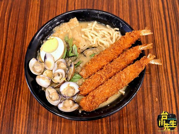 鋪滿炸蝦+蛤蜊!台南隱藏版叻沙麵 還有邪惡海南雞滑嫩Q彈 | ETtod