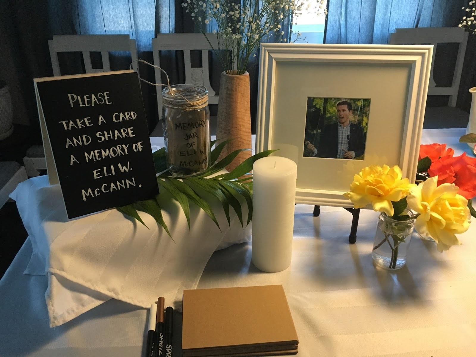 ▲▼美國一位男子在丈夫生日時,替他舉行喪禮。(圖/翻攝自Twitter/@EliMcCann)