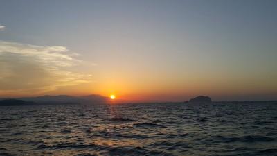 海上日出的浪漫、迎風夜釣!走進基隆海味日常「晨間無人之境」巡禮