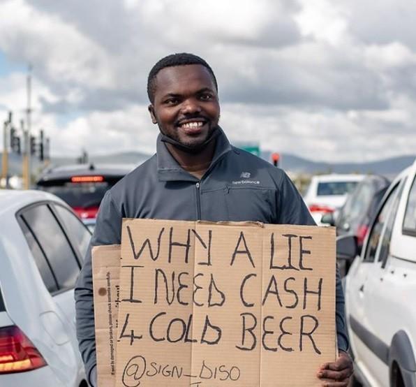 ▲▼一名南非男子「販賣笑容」,受到陌生人資助有望買房。(圖/翻攝自Instagram/sign_diso)