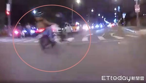 滑板車「路口竄出」撞機車!南港車禍1死1重傷 騎士腹腔出血慘死