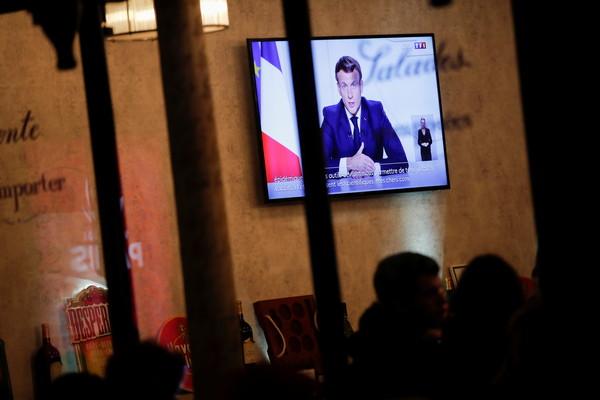 法國疫情失控飆破127萬例 總統馬克宏宣布「全國封鎖」