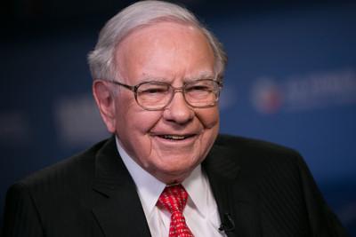 股神巴菲特籲「永遠不要放空美股」! 波克夏去年Q4獲利增23%「但全年衰退48%」
