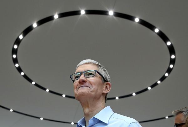 iPhone 13終於拔掉瀏海? 庫克:iPhone將迎來令人興奮的事