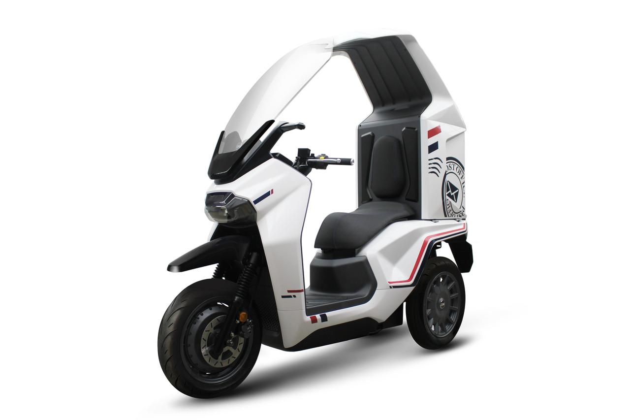 ▲SYM「電動三輪車」EF3曝光!抽取鋁離子電池15分鐘就充滿。(圖/SYM提供)