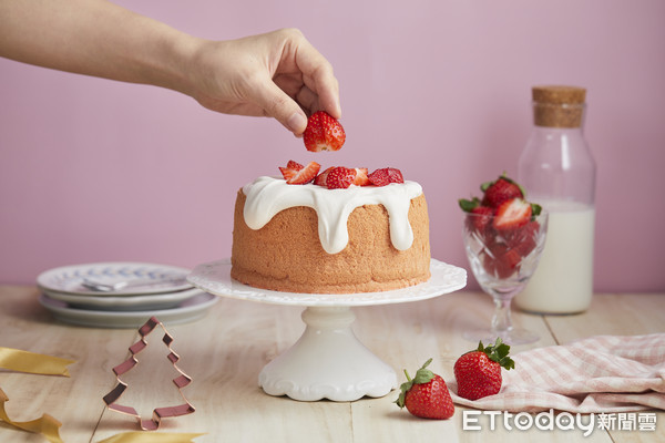 狂嗑新鮮草莓!微甜室「草莓奶昔蛋糕」新登場 罪惡優格款同步回歸 | ET