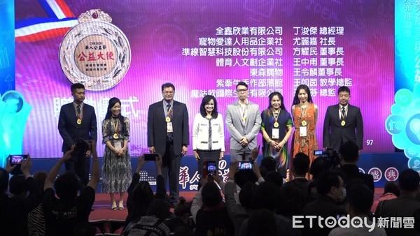 「東森爸爸」王令麟獲華人公益節表揚 再添「華人公益大使」殊榮 | ETt
