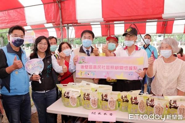 出席台南市照顧關懷據點成果展  黃偉哲為長者的健康活力加油喝采   ET