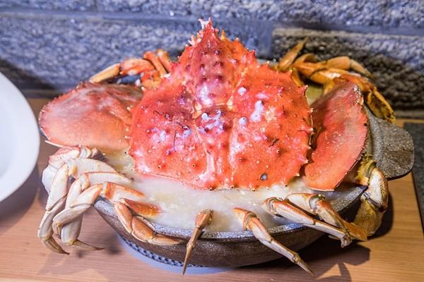 放了整隻帝王蟹!台北最霸氣海鮮粥 還有超濃厚蛤蜊蒜頭雞湯   ETtod