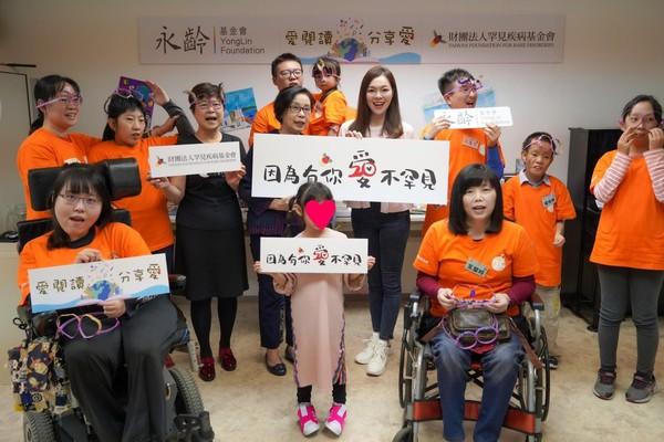 曾馨瑩陪伴郭台銘返台隔離完 母女雙11生日發起公益贈書 | ETtoda