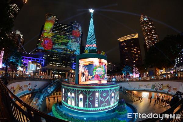 ▲▼2020新北歡樂耶誕城主燈試燈。(圖/記者湯興漢攝)