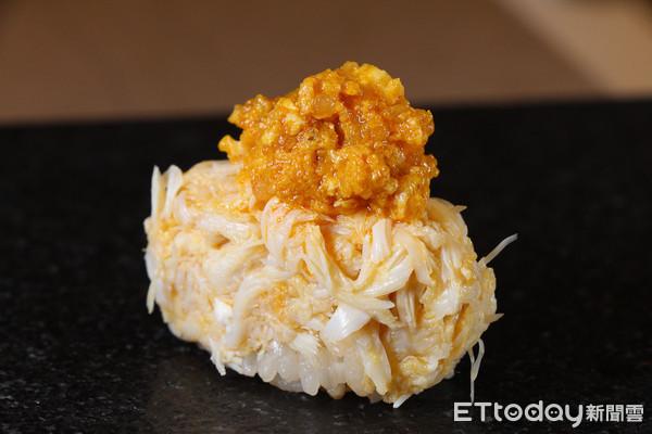 每人平均可以吃到3隻 壽司芳推出季節限定大閘蟹菜單 | ETtoday旅