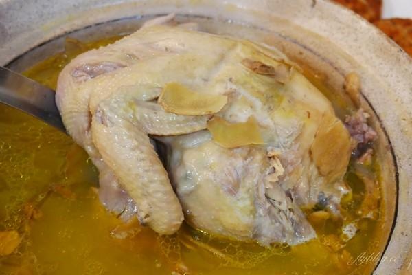 銷魂燜雞入口即化、拌飯更過癮!苗栗人氣餐館 招牌必點鯊魚煎餅 | ETt