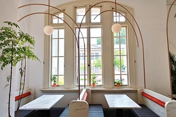 窗邊座位超夢幻!隱身台灣文學館的咖啡店 爆量沙拉蛋吐司太邪惡 | ETt