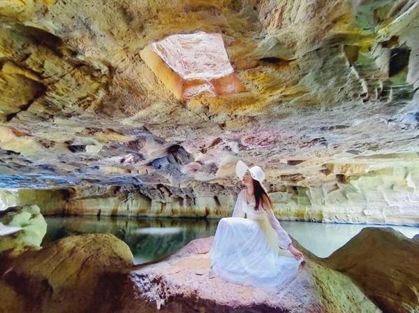 玻璃咖啡屋看海!宜蘭一日遊 暖陽灑入「台版魔戒洞窟」超仙 | ETtod