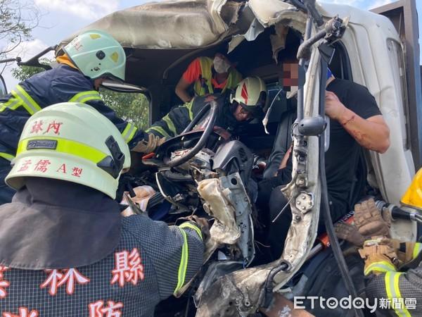 [新聞] 快訊/國道3號雲林段大貨車追撞砂石車