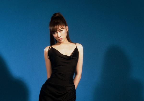 選美亞軍曾「PK艾怡良」 女歌手曝擇偶條件:對帥哥沒興趣!