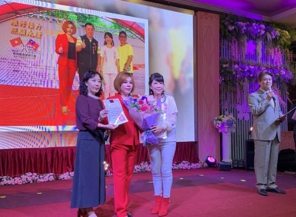 桃園「愛心公益餐會」 募款12萬公益捐贈2國小、新住民姐妹 | ETto