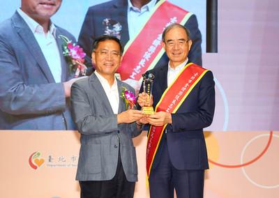 中國信託文薈館獲「金鑽獎」優良志工團隊獎 柯文哲盼更多企業發揮社會責任