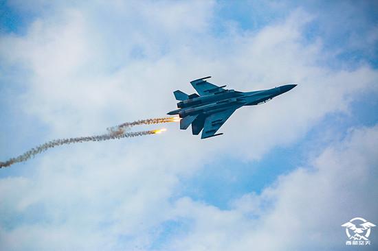解放軍西部戰區換裝殲-16 首亮相「對抗空戰訓練」