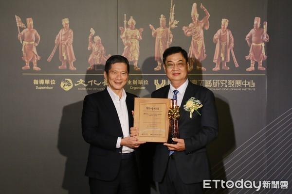 木雕大師陳啓村獲頒「國家工藝成就獎」 黃偉哲:人間國寶發揚傳統工藝