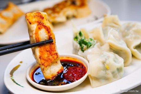咬開爆多汁蝦仁!號稱「台中最好吃水餃」 還有鍋貼肉餡超飽滿 | ETto