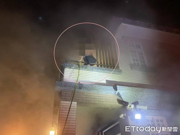 快訊/宜蘭民宅暗夜火警「竄濃煙」 1人在陽台待援中!