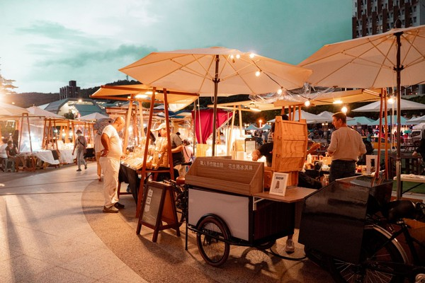 「金色浪漫市集」12/18登場!逾40美食、文創攤位...還有氣墊樂園