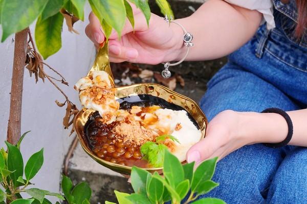 宜蘭人氣豆花插旗台中!爆嫩豆花裝滿金邊瓷碗 加了麥芽糖太邪惡 | ETt